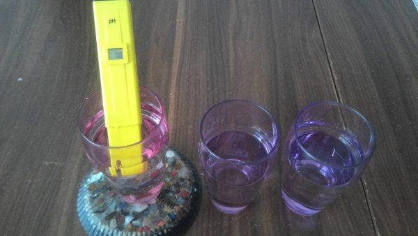 Orgonit sürahi altlığında bekletilmiş çeşme suyu